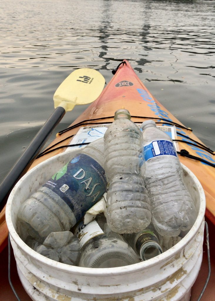kayaker cleans up plastic pollution from Chicago River